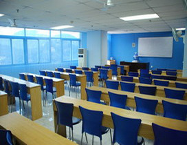 春雪学校宽敞明亮的教室