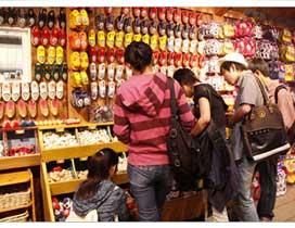 荷兰木鞋制作屋