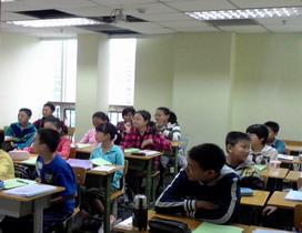 爱学学生在上课