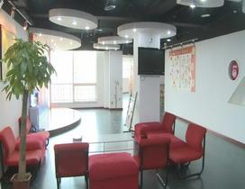 爱学教学区为陪读家长准备的休息厅