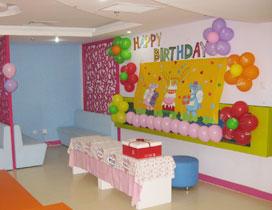 教室,今天有小朋友�^生日!